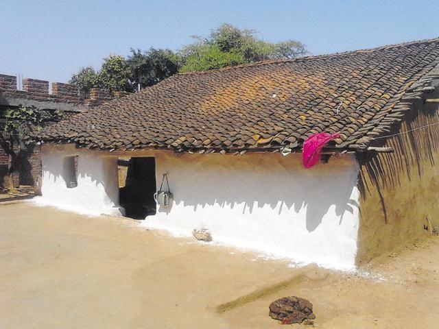 RSS pracharak Suresh Yadav's office in Kumhari Tola area of Balaghat district.