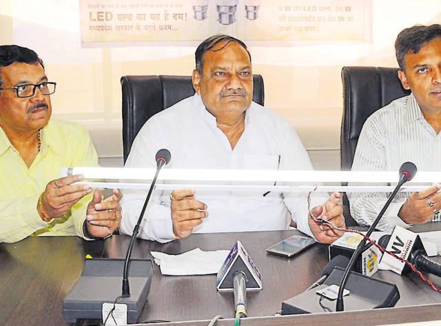 MP Urja Vikas Nigam chairman Vijyendra Singh Sisodia (Centre) addressing a press conference in Bhopal on Thursday.