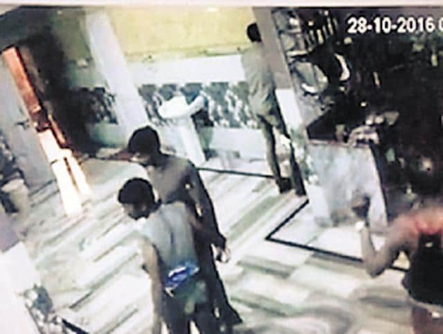 delhi thieves,thieves in undergarments,kaccha banian gang