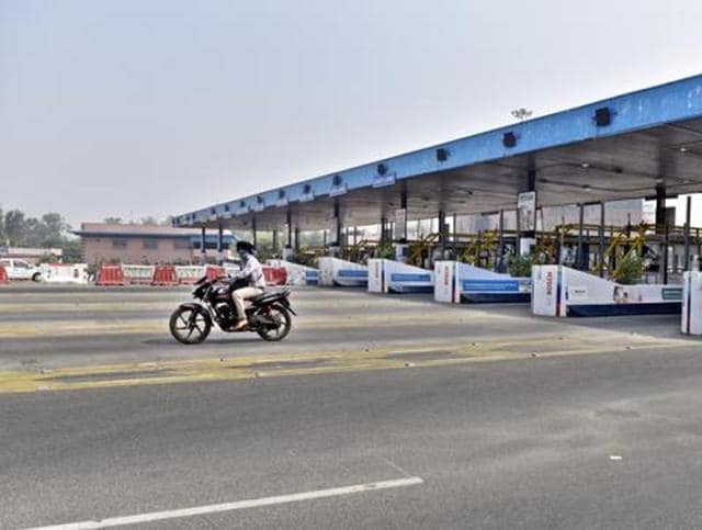 Less traffic on the DND Flyway on October 27, a day after Allahabad high court ordered private concessionaire NTBCL to stop collecting user-fee from commuters.