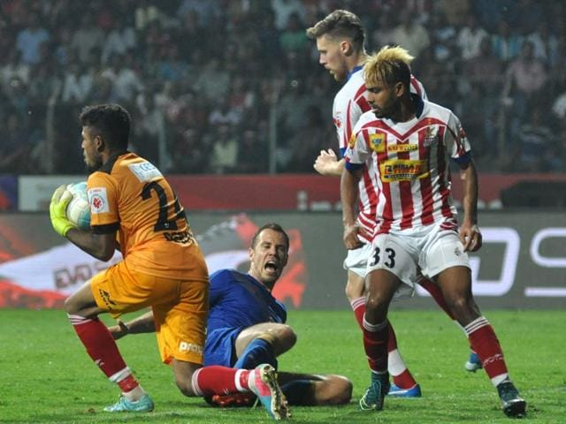 Atletico de Kolkata suffered their first loss of the season when they went down fighting to Mumbai City FC on Tuesday.