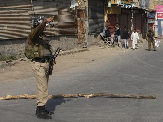 Six suspected militants of LeT were arrested during an  operation in Jammu and Kashmir