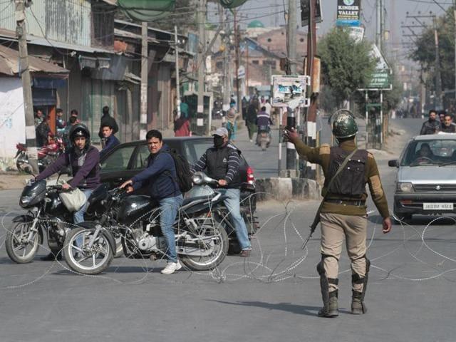 Kashmir unrest,Violence,School burnt