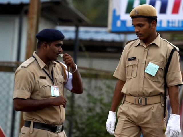 The state administration gives a police personnel 10 rupees less than it spends on a prisoner, the civil force revealed to the CM, suggesting ways to boost the spirit of the staff in khaki.