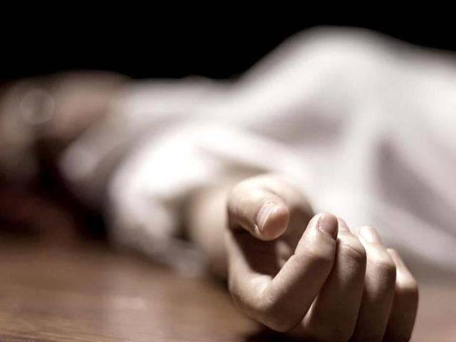 A man hacked his wife to death over delay in serving him food, in Bihar.