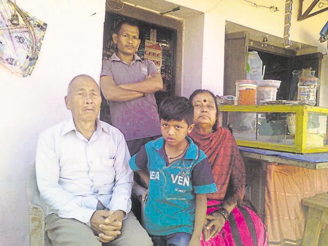 Div Shiv Yung alias Gautam Janbandhu with his family in Tirodi town of Balaghat district.