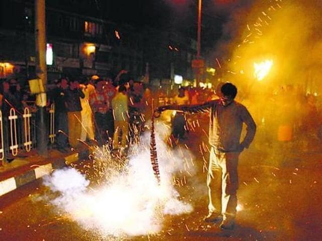 """Pollution level during Diwali night is expected to be """"severe"""" due to bursting of firecrackers.(HT Photo)"""