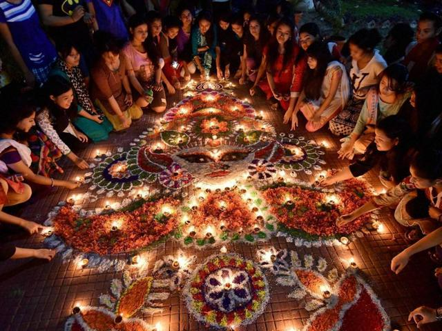 Almost all big Bollywood stars took to social networking sites to wish their fans a happy and prosperous Diwali.