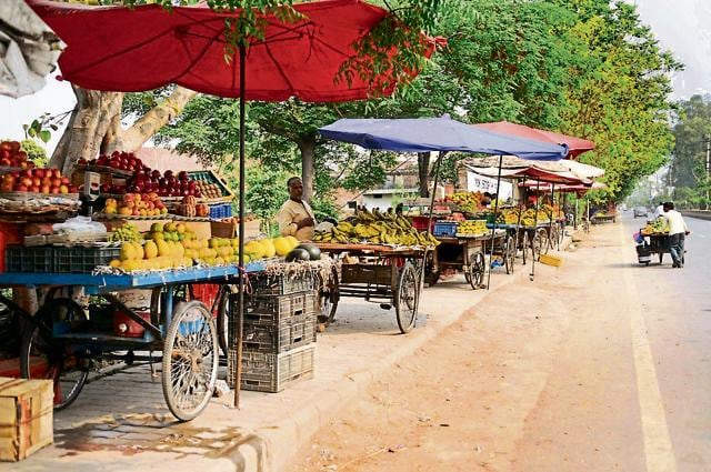 You can soon buy your vegetables, fruits, your favourite paan and even the road-side chaat food through Paytm, Mobikwik, Freecharge or JioMoney.