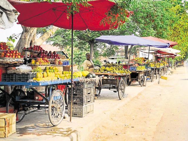 Street vendors selling fruits in Jalandhar.