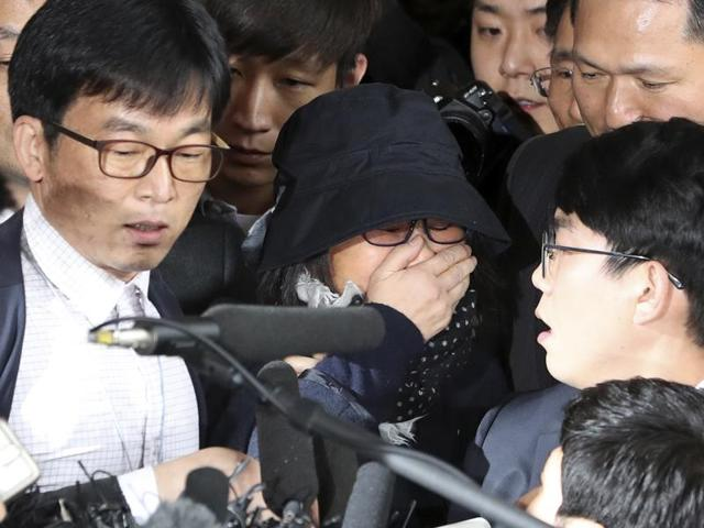 Choi Soon-sil, center, a cult leader's daughter with a  long-time connection to President Park Geun-hye, arrives at the Seoul Central District Prosecutors' Office in Seoul, South Korea on Monday.
