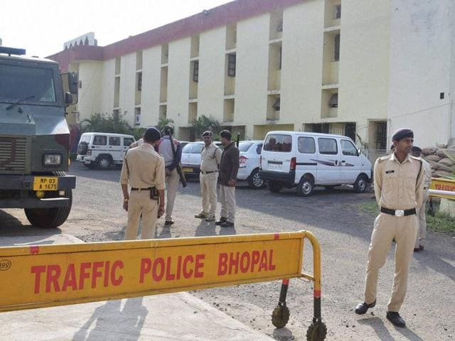 Police personnel guarding outside Bhopal Central Jail after 8 SIMI members escaped on Monday in Bhopal. The STF killed them in an encounter later.