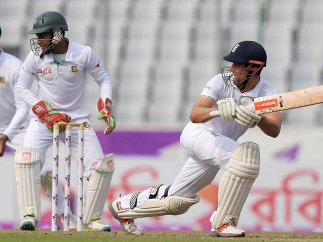 England's Ben Duckett (R) plays a shot as Bangladesh wicketkeeper Mushfiqur Rahim and Mahmudullah (L) look on.