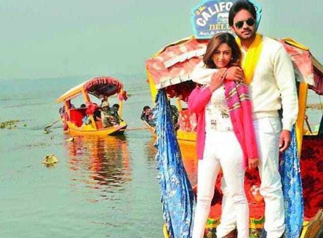 Rose Garden stars newcomers Nitin Nash and Farnaz Shetty in lead roles.