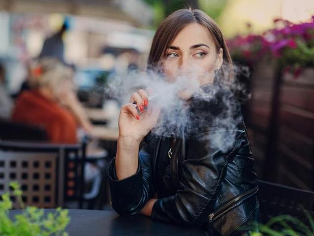 Vaping causes lesser lungs damage than traditional cigs, feel most under 35