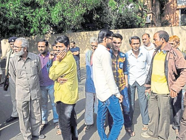 Bodies of SIMI operatives who were killed in an encounter after they escaped from Central Jail, being handed over to their relatives and family members after post-mortem in Bhopal.