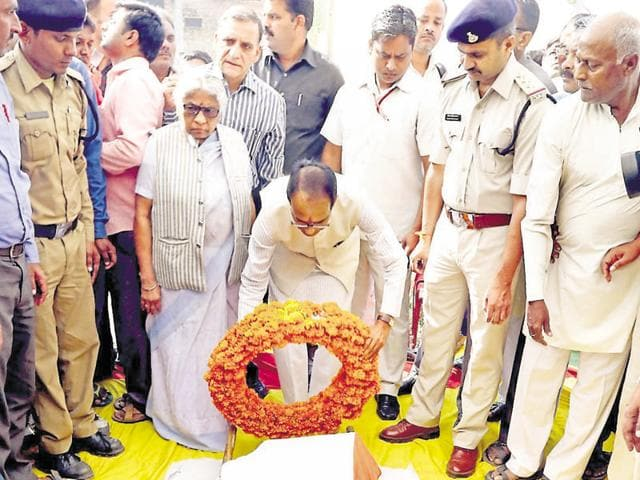 Chief minister pays tribute to Ramashankar Yadav on Tuesday.