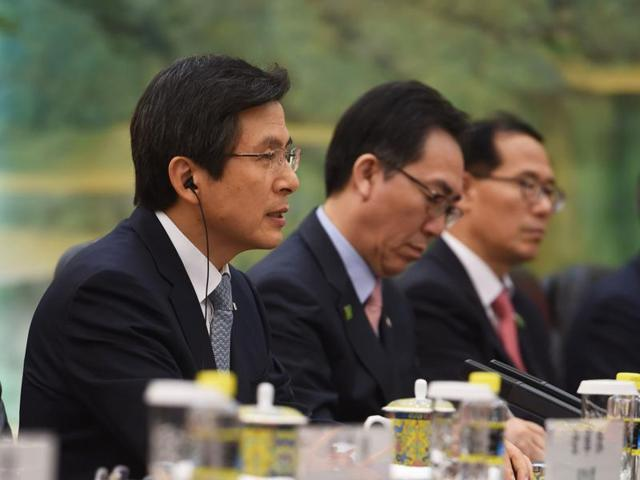 Former South Korean prime minister Hwang Kyo-ahn (L) during a meeting with China's President Xi Jinping at the Great Hall of the People in Beijing.