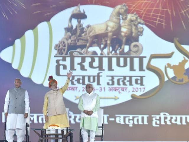 The Prime Minister, Narendra Modi inaugurating the Haryana Swarna Utsav, in Gurgaon. The Governor of Haryana, Prof. Kaptan Singh Solanki and the Chief Minister of Haryana, Manohar Lal Khattar are also seen.
