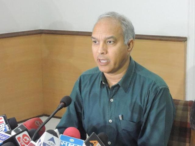 MP ATS chief Sanjiv Shami addressing a press conference in Bhopal.