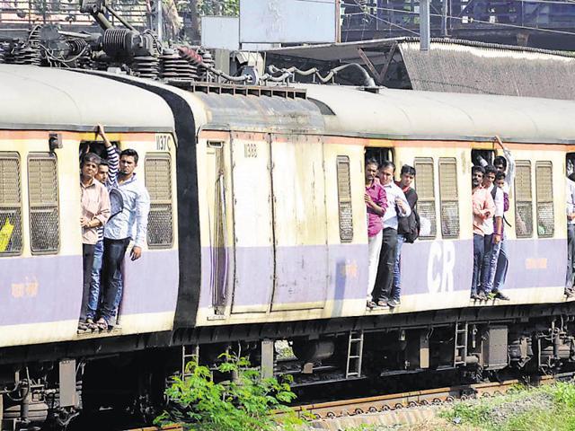 mumbai,mumbai locals,mumbai train accident