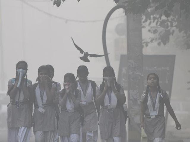 Heavy smog at Geeta colony in east Delhi, on Thursday, Nov. 03, 2016.