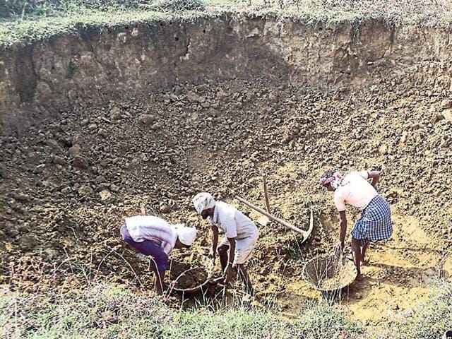 Das says land losers will get four times compensation within five months, asked congress why it failed to reach power to 30 lakh tribal households in 70 years.(HT File Photo)