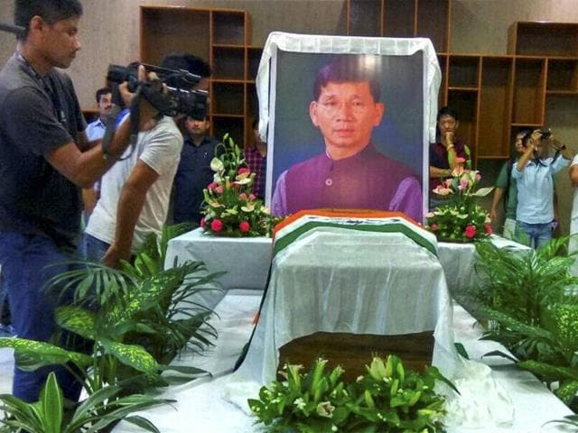 People paying last respect to the body of former Arunachal Pradesh chief minister Kalikho Pull in Itanagar.