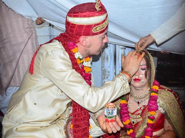 Niklas Aaronson (L) and Tilda Henriksson during their wedding at Panchratna Shiva Temple in Varanasi on Thursday.