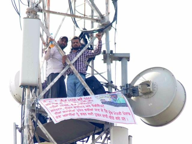 Perched precariously atop a steel tower in the posh sector 2 since the wee hours of Thursday, the protesting duo braved a cold night with 13 degree Celsius and continued to keep the police authorities on the ground on tenterhooks for the second day.