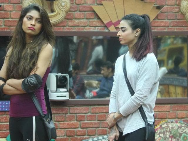 Lopa, Bani and Mona fight it out in a task that will guarantee one of them immunity from getting nominated for eliminations next week.