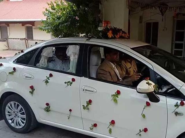 mumbai news,mumbai,Collector drives chauffeur to work