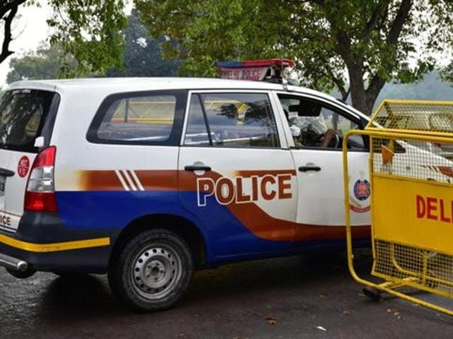 A 38-year-old woman took on two bike-borne chain snatchers in outer Delhi's Sultanpuri on Tuesday.