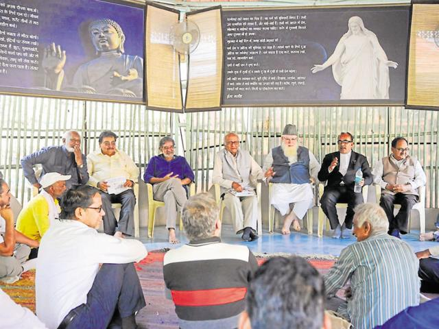 Activists, NGO workers, lawyers and writers discuss the recent encounter of eight SIMI operatives, in Bhopal on Thursday.