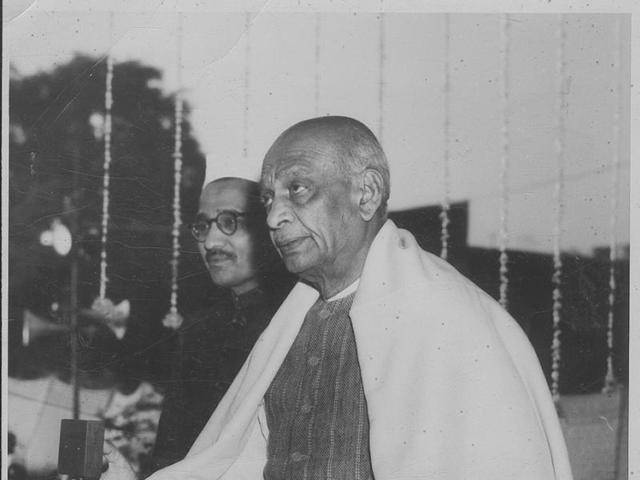 23 January 1950 - Sardar Patel Pressing the button to unveil a portrait of Mahatma Gandhi at the Delhi Town Hall - HT Photo.(HT)