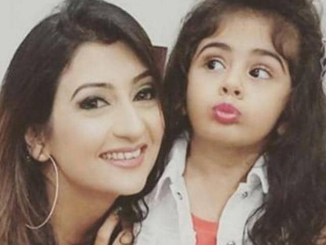 Juhi Parmar with her daughter Samaira Shroff.