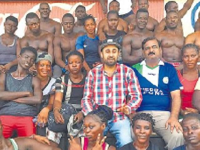 Sierra Leone players who are in India to play in the World Kabaddi Cup posing for a photograph.
