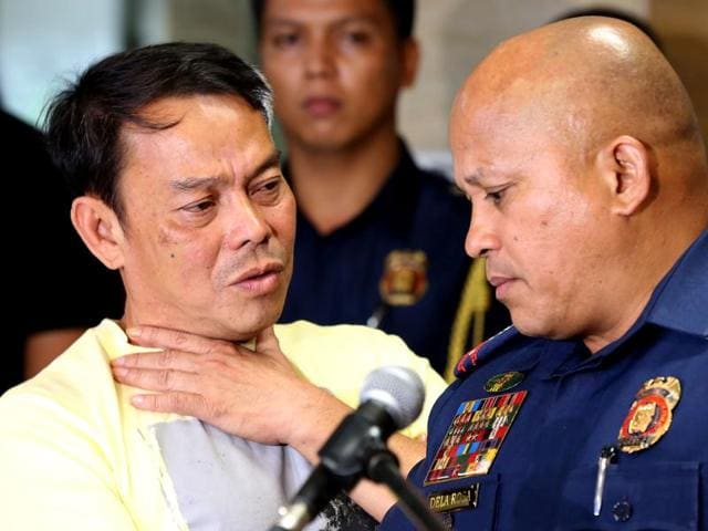 Leyte Albuera Mayor Ronaldo Espinosa (left) talks to Philippine National Police (PNP) chief Ronald dela Rosa (R) at Camp Crame in Manila.