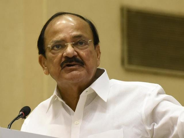 A file photo of Union information and broadcasting minister Venkaiah Naidu. An order dated November 2 issued by his ministry has sought that the channel, 'News Time Assam', be taken off air on November 9.(Sonu Mehta/HT Photo)
