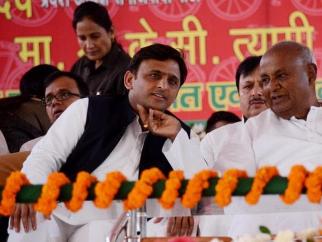 Former prime minister Deve Gowda with UPCM Akhilesh Yadav at Samajwadi Party's silver jubilee function in Lucknow on Saturday