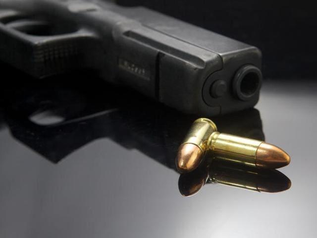 Sirfort,Delhi shooting,man shoots at self