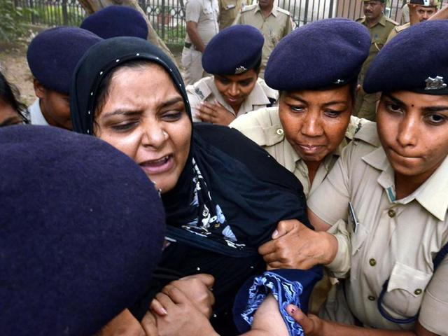 Missing JNU Student Najeeb's sister detained by Delhi Police a protest near India Gate in New Delhi on Sunday.