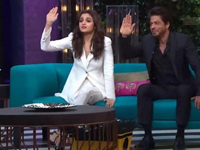 Shah Rukh Khan and Alia Bhatt were the first guests of Koffee With Karan Season 5. (YouTube)