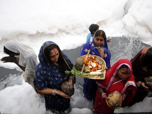 A large number of devotees celebrated Chhath puja.