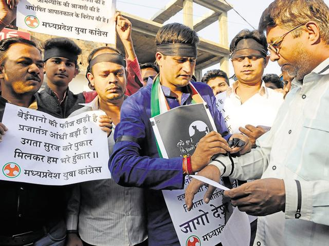 Youth Cong workers tie black bands to protest against the one-day ban on NDTV India, in Bhopal on Sunday.