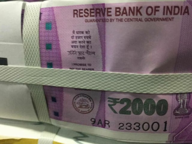 (Screenshot of the viral Rs. 2000 note photo on Twitter.)
