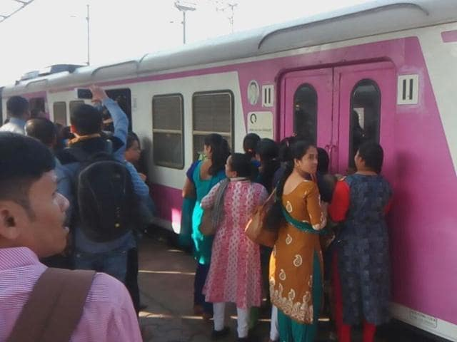 A heated argument started, when Palghar commuters told them to board Virar-Churchgate locals starting from various platforms at Virar.