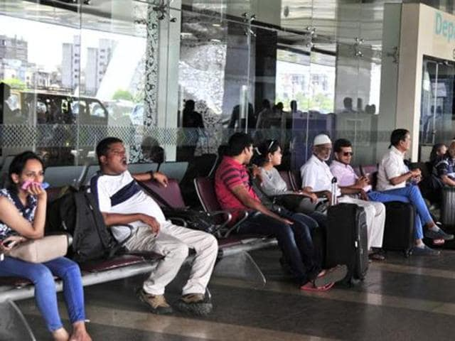 Passengers arriving or departing from international airports will be allowed to exchange the banned Rs 500/Rs 1,000 notes up to Rs 5,000 value in new notes or other legal tender.