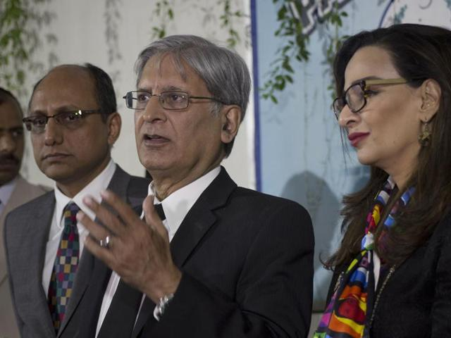 Pakistan Peoples Party leader Aitzaz Ahsan, centre, has opposed the formation of a commission to investigate revelations of the Panama Papers leak.