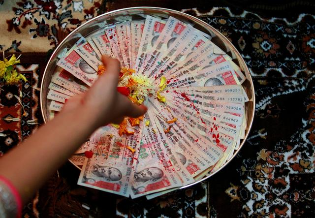 (A man counting Rs. 500 notes. (Reuters/File Photo))